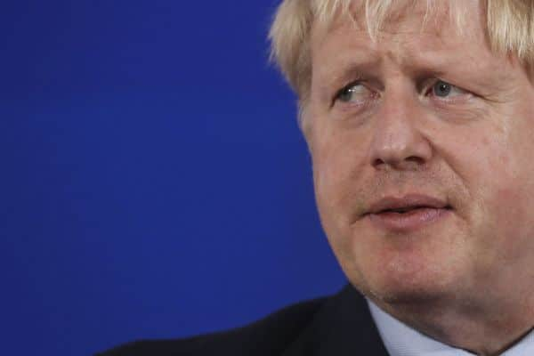 boris-johnson-relaxeaza-restrictiile-legate-de-coronavirus
